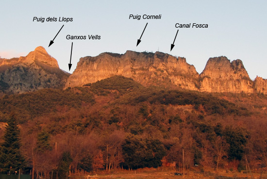 Vista del cingle de Puig Corneli